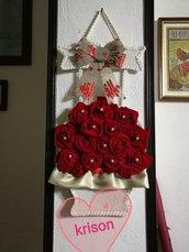 Vaso di rose rosse in velluto da parete