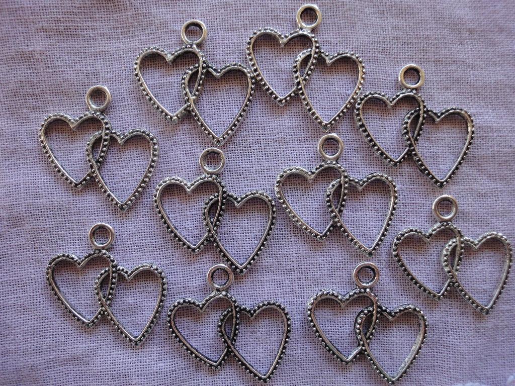 10 Ciondoli Cuori Intrecciati in metallo color argento 23x22mm.