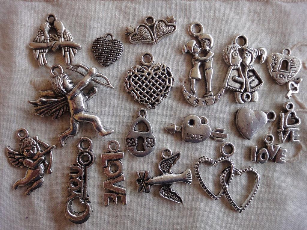 18 Ciondoli  in metallo color argento