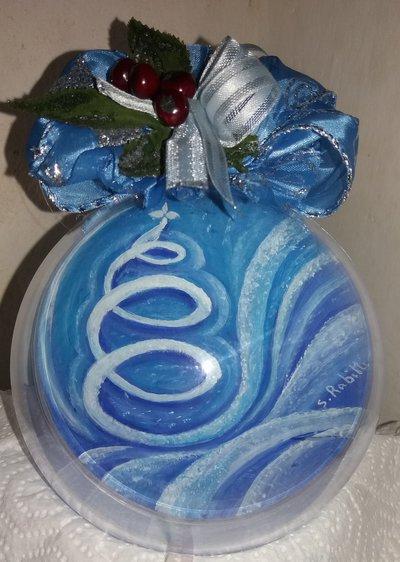 Pallina in plexiglass cm 12 con immagine natalizia  dipinta con colori acrilici