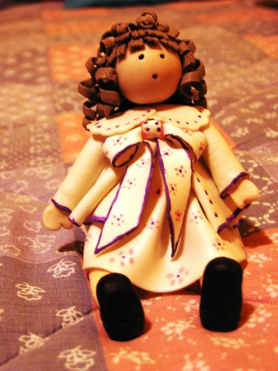 Bambolina in pasta di ceramica