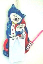Gattini innamorati di ceramica, scultura porta blocco per appunti di creta rossa ingobbiata e dipinta
