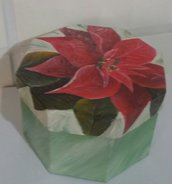 Scatola di cartone con soggetto natalizio