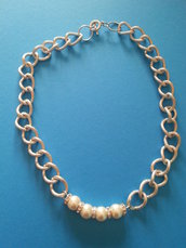 Collana girocollo con perle e catena a grosse maglie