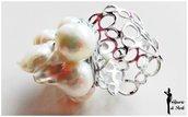 Anello a grappolo con perle di fiume, base filigrana argento, tecnica wire, anello regolabile