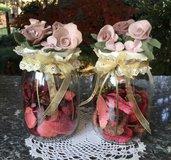 barattolo di vetro con rose nastri e pot pourri di rose e fragole