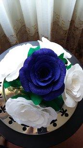 Bouquet di fiori, centrotavola , composizione floreale, caraffa di paglia