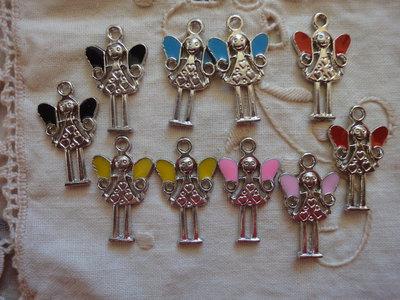 10 Ciondoli Fatina Alata in 5 colori in smalto 25x15mm.