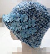 cappello donna fatto a mano uncinetto celeste azzurro