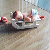 Bambino su slitta. può essere utilizzata anche come segnaposto