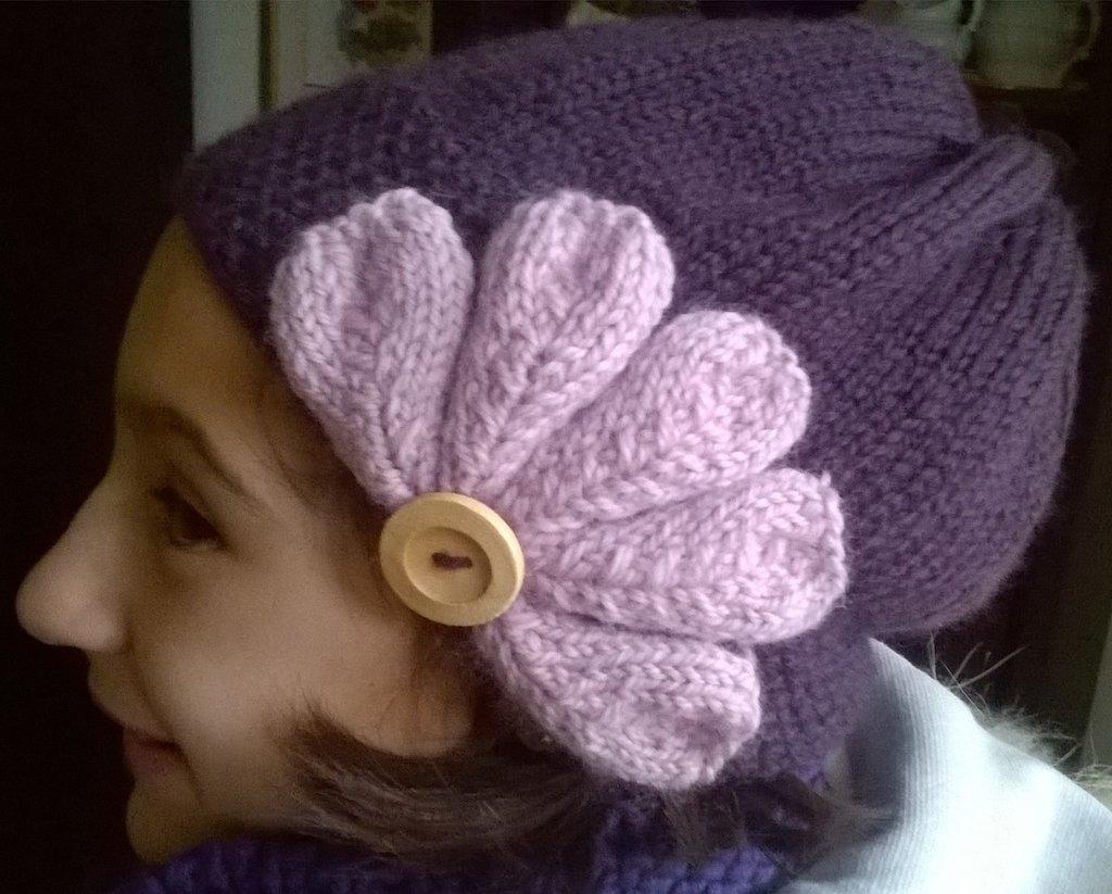 CAPPELLO per bambina con FIORE in pura lana merino