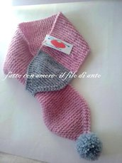 Sciarpa rosa in pura lana 100% con pom pom