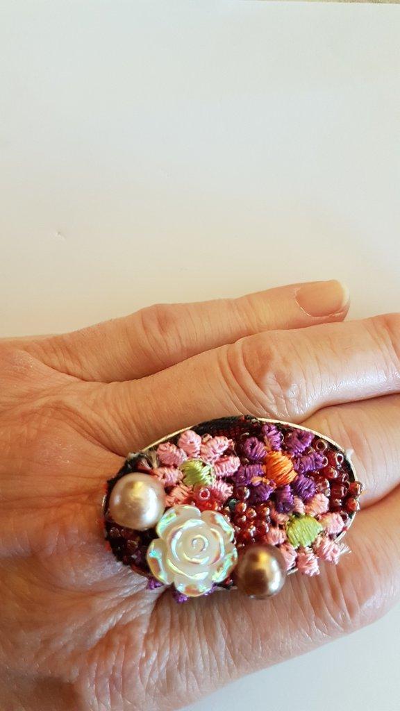 Anello  ovale con fiori e rosellina