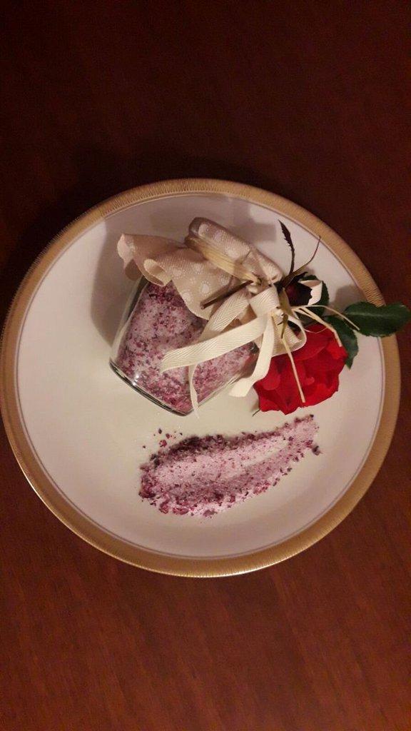 Zucchero aromatizzato alla rosa