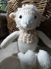 Sheep-Pecora  in lana realizzato a maglia.Imbottitura in kapok.
