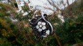 Collana cammeo nero bianco fiore fatto a mano fimo pasta polimerica bijoux gioielli bigiotteria