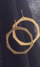 Orecchini in ottone cerchi asimmetrici