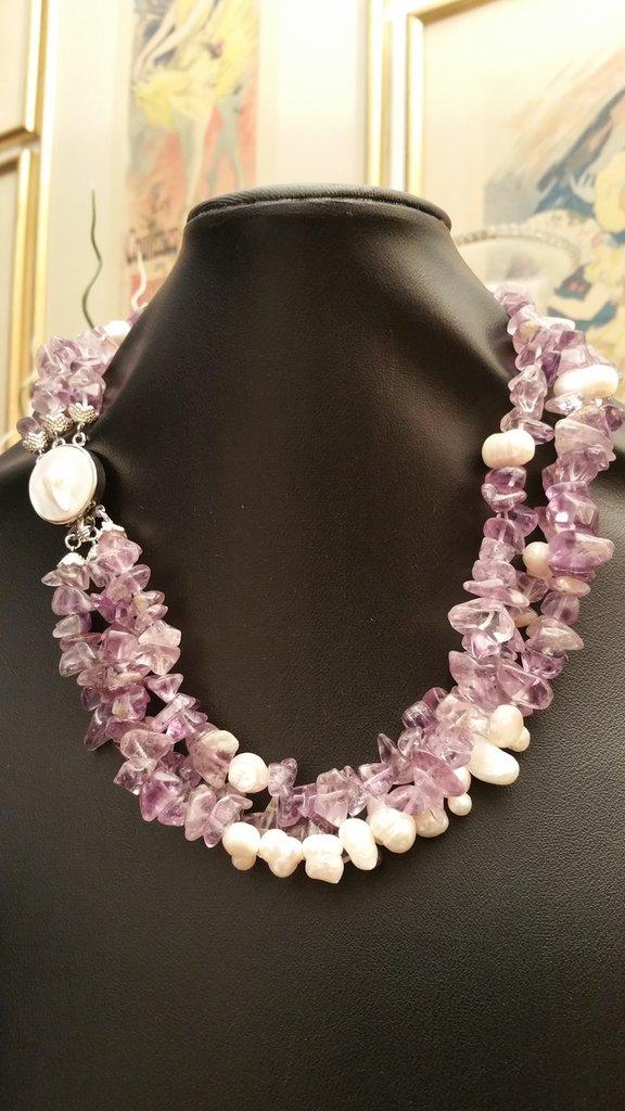 Collana ametista e perle scaramazze a tre fili