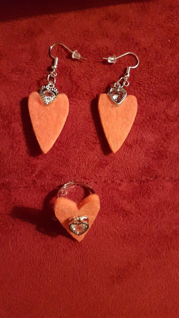 Orecchini pendenti cuori arancio con anello abbinato