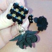 Orecchini con Swarovski e nappa a fiore neri