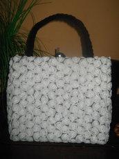 Piccola borsetta da donna in bianco con pizzo 3D,