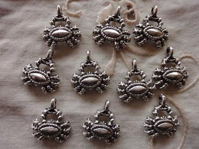 10 Ciondoli Granchi in metallo color argento 17x15mm.