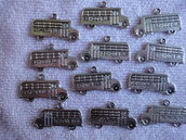 12 Ciondoli Auto Scuolabus in metallo color argento 23x13mm.