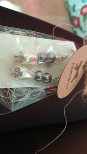 Orecchini con perle marroni