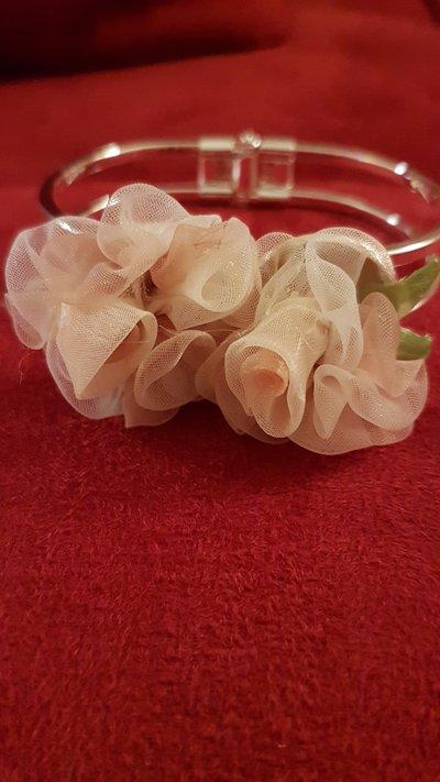 Bracciale con tulle di rose