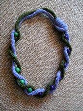 SCIARPANA verde-lilla con perle in legno