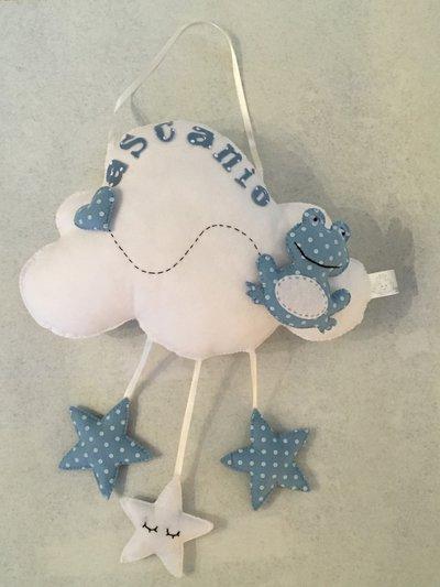 Fiocco nascita con ranocchia su nuvoletta con stelle e cuoricino