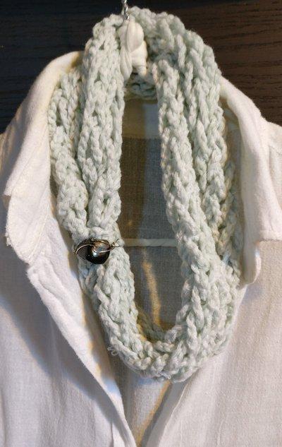 design senza tempo 2c7ef 9f717 sciarpa scaldacollo collana fatta mano