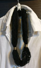 collana di lana nera