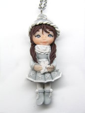 Collana ciondolo bambolina inverno doll fimo necklace idea regalo clay