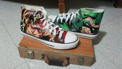 "Scarpe modello tipo Converse a tema ""Flash/Green Arrow"""