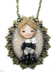 Collana Bambolina con cuore su cammeo doll fimo necklace dollina clay Kawaii