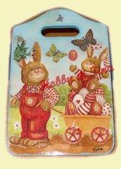 Tagliere conigli e uova pasquali