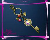 """Portachiavi """"Armonia di Rose"""" - cabochon a forma di chiave + perle e coralli"""