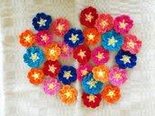 10 fiorellini primula assortiti ad uncinetto