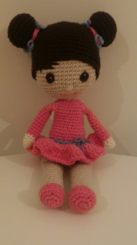 Bambola in cotone e lana amigurumi
