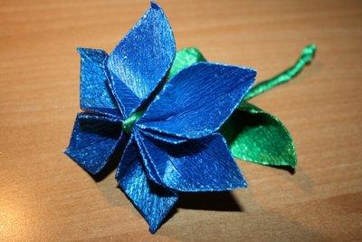 Fiore origami blu