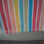 Vivace tovaglia a strisce colorate rifinita con merletto zig zag color panna