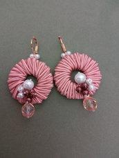 Orecchini a cerchio rosa antico con cristalli