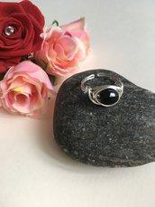 Anello wire argentato regolabile con perlina nera