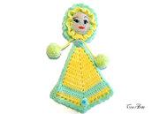 Presina bambola gialla all'uncinetto