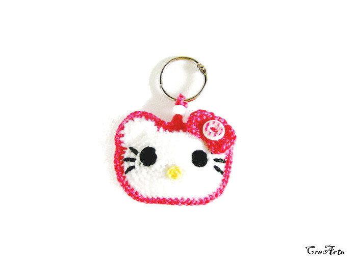 Portachiavi Hello Kitty con bordo fucsia all'uncinetto