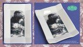 Coppetta rettangolare decorata in fotoceramica con immagine in bianco e nero di bambina vittoriana