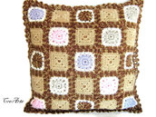 Cover marrone sfumato con Granny Square all'uncinetto
