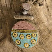 Collana con ciondolo di legno