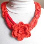 SCIARPANA arancio-rosso con bottoni e rosa d'Irlanda